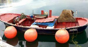 Lancha en el puerto de Ribadesella